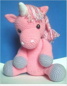 """Unicórnio rosa em crochê - Amigurumi, para decoração de festas ou decoração de quarto de bebê """"A free piece of crochet that can let your children happy . A"""