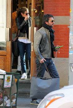 Charlotte Casiraghi e Dimitri Rassam, le prime foto insieme - VanityFair. Smart Casual, Casual Chic, Monaco Royal Family, Street Style, Vanity Fair, Celebrity Style, My Style, French Style, Leather Jacket