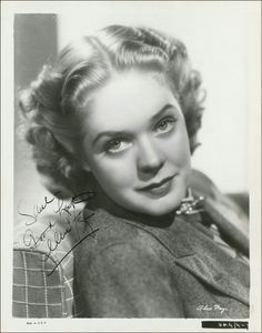 vintage everyday: Alice Faye – 22 Awesome Vintage Portrait Photos with Autographs of Her in the Old Hollywood Movies, Classic Hollywood, Alice Faye, Old Movie Stars, Female Actresses, Old Movies, Portrait Photo, 1930s, Singer