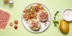 Pommes de terre farcies aux crevettes grises, salade de tomates cerises