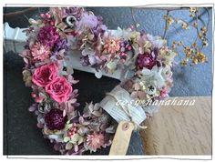 しっくり深い色合いがかわいい大人カラーのハートリースです。女子力upに効果あるかも。。。♪長くお楽しみ頂く為にも室内に飾られることをおすすめします。花材&he...|ハンドメイド、手作り、手仕事品の通販・販売・購入ならCreema。