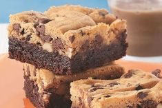 Brookies with Thermomix, recipe for a delicious cake made with a layer of brownies and a layer of cookies, easy and simple to make with the thermomix. Desserts With Biscuits, Cookies Et Biscuits, Low Carb Recipes, Snack Recipes, Dessert Recipes, Brownies, New Years Eve Dessert, Thermomix Desserts, Star Cakes