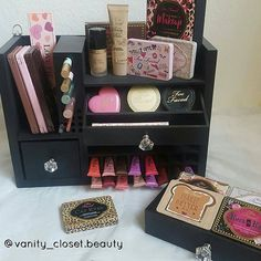 Our black Beauty The Bella Wall Mounted Makeup Organizer 👌😱💄 She's looks gorgeous especially with all that @toofaced makeup on 😉 #thebellacollection #forhervanity #luxury #likesforlikes #follow #beautiful  #cute #love #makeupjunkie  #makeupaddict #makeupoftheday #makeupdolls #mua #makeup #beautyblogger #makeuptips #instabeauty #makeuplover #makeupblog  #makeuptalk #makeupporn #organizer  #makeuporganizer #makeupwithcassy #beautyroom #instamakeup #trendmood #toofaced  #_girly_stuff…