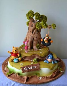 Winnie the Pooh Cake. This might be the cutest/coolest cake ever.