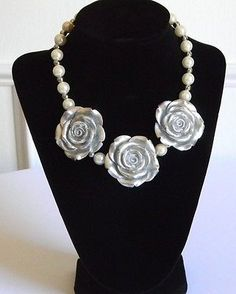 Girls Boutique Necklace 3 Silver Roses w/ Faux Off White Pearls Costume Jewelry