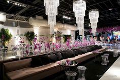 decoração com flores dentro de tubos de vidro, é lindo demais!