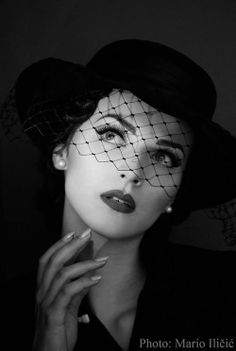Idda Van Munster I want to make a pic just like this Pin Up Vintage, Vintage Glamour, Vintage Soul, Look Vintage, Vintage Girls, Vintage Beauty, Glamour Decor, Glamour Makeup, Foto Glamour