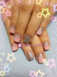 #nails #uñasbellas #uñasacrilicas #acrilycnails #uñas #diseño #kimerasmails #glitter #color #nude #pink #pinkis #rosa #fresas #silver