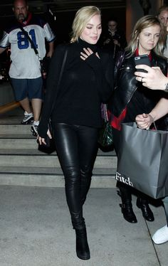 Margot Robbie Style - Margot wore black sweater, black leather leggings by Alice + Olivia, black ankle boots and black leather Fendi bag #womenswear #celebrity #style winter