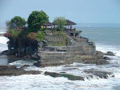 Google képkeresési találat: http://indonesia-asia-holiday.com/wp-content/uploads/2012/02/tanah_lot.jpg