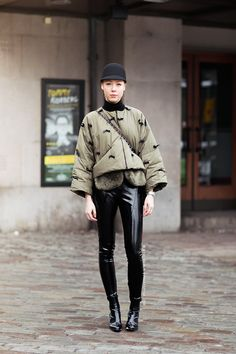 going for patent & gets away with it. Street Chic, Street Wear, Holy Chic, Style Challenge, Winter Wear, Who What Wear, Winter Fashion, Mens Fashion, Daily Fashion