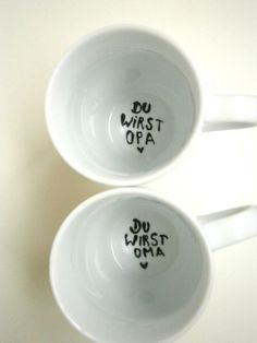 schlichte, weisse Tasse auf dem Grund der Tasse steht die frohe Botschaft : Du wirst OMA ♥ Aufschrift: schwarz Perfekt als Überraschung für die Grosseltern ! Natürlich gibt es diese...