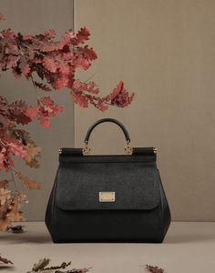 Best Women's Handbags & Bags : Luxury & Vintage Madrid, offers you the best selection of contemporary and classic shoes and accessories in the world. Luxury Handbags, Fashion Handbags, Fashion Bags, Cheap Handbags, Women's Handbags, Cheap Purses, Purses And Bags, Women's Bags, Decor Terrarium