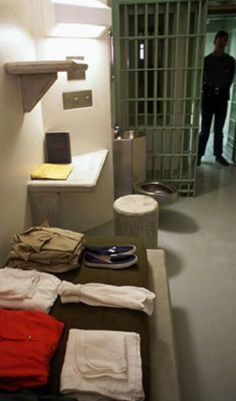 Colorado Supermax Prison Cell SIZE seems sufficient for homeless permanent shelter until folks can get on their feet. Just enough space to live and store your stuff, stay clean and dry. Prison Life, Prison Cell, Weird People At Walmart, Supermax Prison, Spaceship Interior, Solitary Confinement, Through The Looking Glass, Florence, Storage