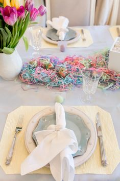 DIY Easter tablescape - click through for more on this Easter table decor so you can recreate it yourself!