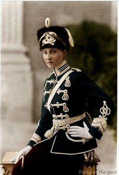 """Viktoria Luise in der Uniform der """"Totenkopfhusaren"""" des 2. Leib-Husaren-Regiments """"Königin Viktoria von Preußen"""" Nr. 2 aus Danzig, dessen Regimentschef sie ab 1901 war."""