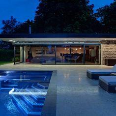 Une piscine somptueuse... avec une #mosaïque brillante (ref #ezarri #metal #lava)
