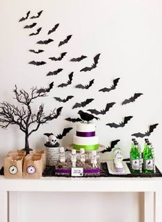 Throw an unforgettable monster mash with our easy ideas for DIY Halloween decorations, snacks, party favors and games you can craft. Diy Halloween, Photo Halloween, Halloween Templates, Dollar Store Halloween, Halloween Party Favors, Halloween Pictures, Costume Halloween, Halloween Decorations, Halloween Invitations