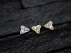 Three stone in petal casting push in bio flexible Tragus / lip labret / cartilage/ helix / Monroe by PiercingRoomByJay on Etsy Labret, Tragus, Heart Ring, It Cast, Stud Earrings, Trending Outfits, Stone, Unique Jewelry, Handmade Gifts