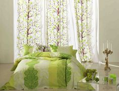 雪いちごを意味するLUMIMARJA(ルミマルヤ)。コロコロまあるい実がとても可愛いですね。緑の色もとても爽やか。お部屋に、ほどよく優しい雰囲気をプラスしてくれます♪  春のシーズンにもピッタリの柄です。