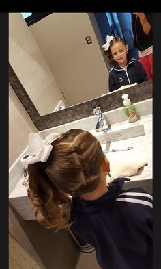 Para abbi este peinado me gusta Little Girl Hairdos, Lil Girl Hairstyles, Princess Hairstyles, Hairstyles For School, Pretty Hairstyles, Toddler Hairstyles, Hair Dos For Kids, Toddler Hair Dos, Girl Hair Dos