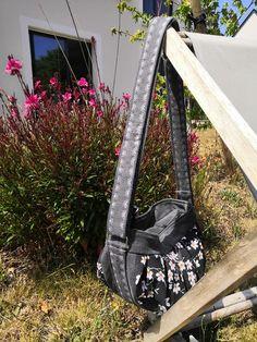 Sac Cancan gris et noir à fleurs japonaise cousu par Caroline - Patron Sacôtin