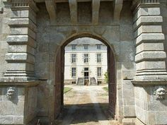 17th century french chateau
