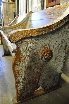 Repurposed old church pew Primitive Furniture, Antique Furniture, Painted Furniture, Diy Furniture, Church Pew Bench, Church Pews, Old Churches, Rustic Decor, Decoration