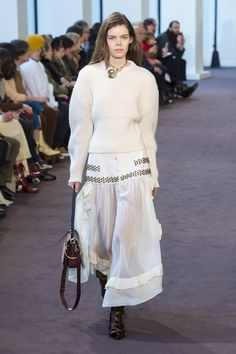 fb1f179bc8c The complete Chloé Fall 2018 Ready-to-Wear fashion show now on Vogue Runway