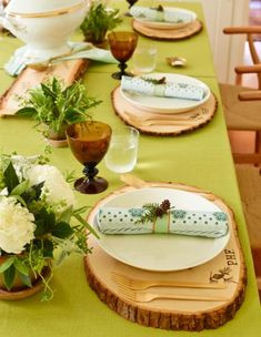Wood rounds give a rustic yet modern spin on traditional chargers or placemats. More Thanksgiving decorating: http://www.midwestliving.com/homes/seasonal-decorating/holiday-ideas/easy-thanksgiving-centerpieces/?page=3
