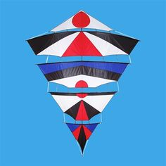 Basically a carved-up Diamond kite. Or, how to make a simple Diamond needlessly complicated! To be fair, it's actually quite a clever and eye-catching concept. With a subtle touch or two - like those trailing edges on the individual sails... T.P. (my-best-kite.com)