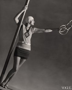 This is a 1928 wool jersey swimsuit by Jean Patou. Jean Patou was an accomplished designer known for her sportswear. Patou produced up to 350 designs a season. Jean Patou, Paolo Roversi, Jean Paul Gaultier, Vintage Outfits, Vintage Fashion, Fashion 1920s, Vintage Vogue, Fashion Magazin, Retro Mode