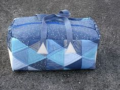 Triangle Travel Tote - Free sewing pattern for a large travel bag
