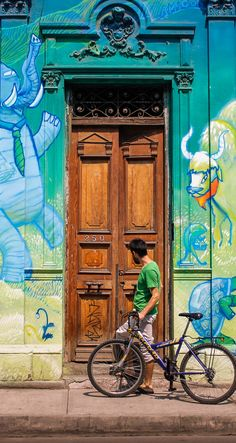 Calle Cueto #BarrioYungay #StreetArt Chile, Home Deco, Street Art, Doors, Wall Art, Architecture, World, Photography, Painting