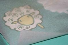 Zo starého trička nové - dekupáž. / T-shirt with sheep - decoupage.