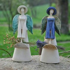 More lovely angels. Paper Mache Sculpture, Sculptures Céramiques, Pottery Sculpture, Ceramic Clay, Ceramic Pottery, Pottery Art, Angels Garden, Pottery Angels, Clay Angel