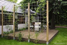 Darling Backyard fence landscaping ideas,Garden fence 6 foot and Modern fence home depot. Fence Landscaping, Backyard Fences, Garden Fencing, Pool Fence, Small Gardens, Outdoor Gardens, Diy Bamboo, Bamboo Fence, Pergola Diy