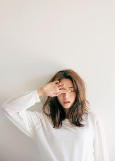 Find images and videos about girl, model and ulzzang on We Heart It - the app to get lost in what you love. Portrait Photography Poses, Photography Poses Women, Korean Photography, Photographie Portrait Inspiration, Best Photo Poses, Foto Casual, Instagram Pose, Insta Photo Ideas, Girl Poses