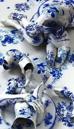 Korean artist Kim Joon fabricates images of fragments of hollow porcelain that resemble nude bodies.