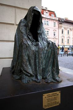 """Statue of """"commendatore"""" from """"Don Giovanni"""" by Mozart, to celebrate the premiere of the opera which occurred in Prague on 29 october 1787. By Anna Chromy"""