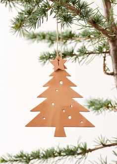 Handmade christmas ornament made as a xmas tree in nature leather. Hight: 10 cm (without suspension), 19 cm (with suspension) How To Make Ornaments, Christmas Tree Ornaments, Christmas Decorations, Ornament Tree, Diy Leather Ornaments, Diy Leather Goods, Homemade Christmas, Christmas Crafts, Idee Diy