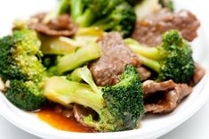 Stir fry beef with asian greens on Bodytrim Clean Eating Recipes, Easy Healthy Recipes, Easy Meals, Healthy Foods, Slow Cooked Beef, Beef Stir Fry, Broccoli Beef, Broccoli Recipes, Slow Cooker Recipes