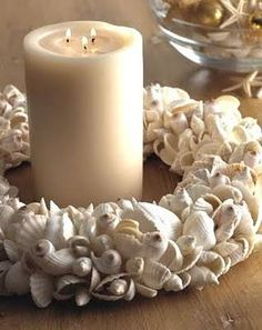 Ghirlanda di conchiglie usata come centrotavola