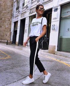 Tendência Calça Com Listra Lateral - Side stripe jeans, side stripe pants outfit, Tendência Calça Com Listra Lateral, Calça Com Listra Lateral, Tendência Calça Com Listra Lateral, Looks com Calça Com Listra Lateral, Calça Listra Lateral, calça com listras, looks com calça com listra lateral