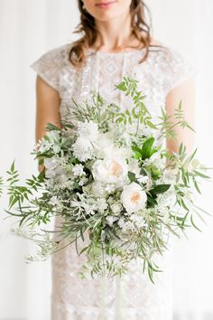 We're delighted to share the Raw Elegance editorial, a beautiful collaboration by Aisle Society for Minted. It has heaps of ideas for couples who are looking for something contemporary yet elegant. Simple Wedding Bouquets, Boho Wedding Bouquet, Bride Bouquets, Floral Wedding, Green Wedding, Rustic Wedding, Spring Wedding Flowers, Bridal Flowers, Spring Weddings
