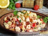 Фото к рецепту: Салат с курицей, фасолью и сухариками