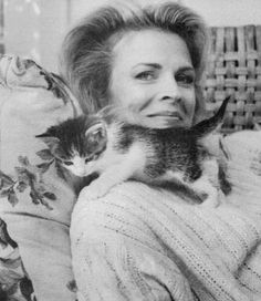 Candice Bergen et son chat. Animal Gato, Mundo Animal, Crazy Cat Lady, Crazy Cats, Celebrities With Cats, Celebs, Candice Bergen, Gatos Cats, Photo Chat