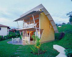 บ้านสองชั้นไอเดียแปลกใหม่ ออกแบบหลังคาโค้งเปิดด้านหน้ารับลมชมวิว ภายในโล่งสบาย | NaiBann.com