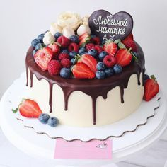 """130 Likes, 12 Comments - Торты на заказ Москва (@foodbook.cake) on Instagram: """"Ванильный #торт с огромным количеством ягод внутри и снаружи #foodbookcake"""""""