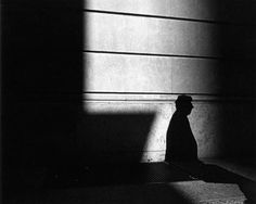 A Study of Light, Shadows, and Framing: Street Photos by Ray Metzker raymetzker 5